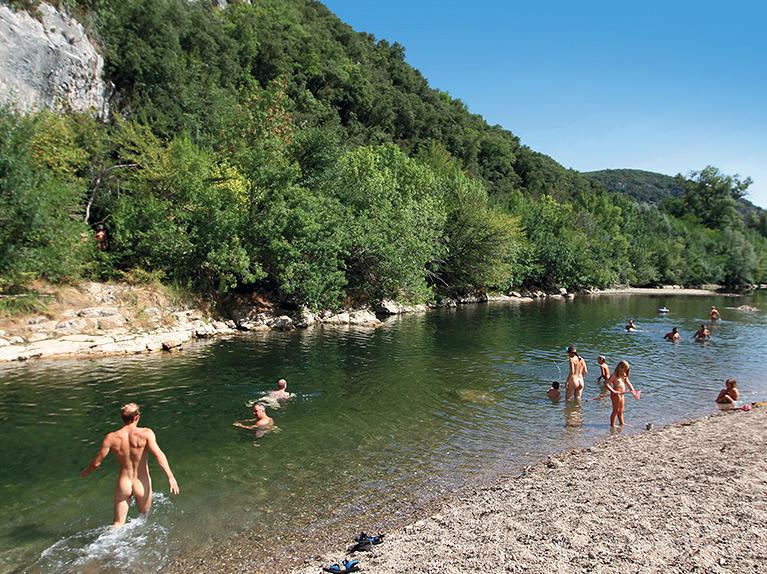 camping naturiste en bord de rivière